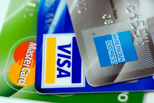 Tips om tieners te leren hoe ze creditcards moeten gebruiken